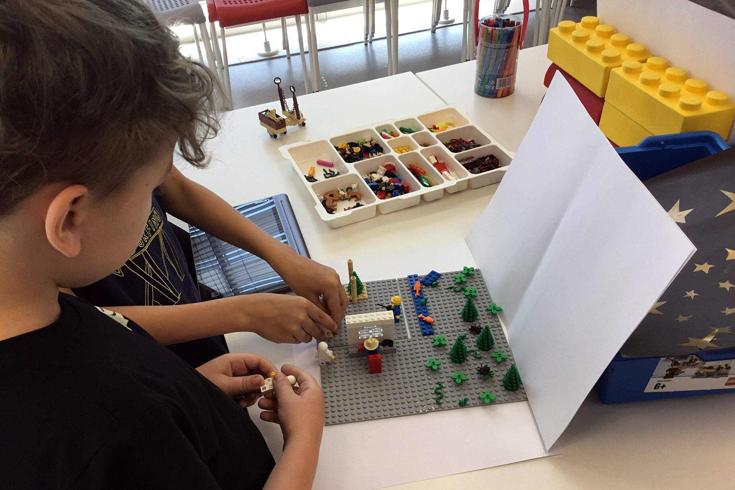 Półkolonie - Budowa makiety z klocków Lego