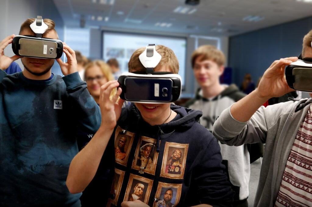 Uczniowie Wirtualna Rzeczywistość VR