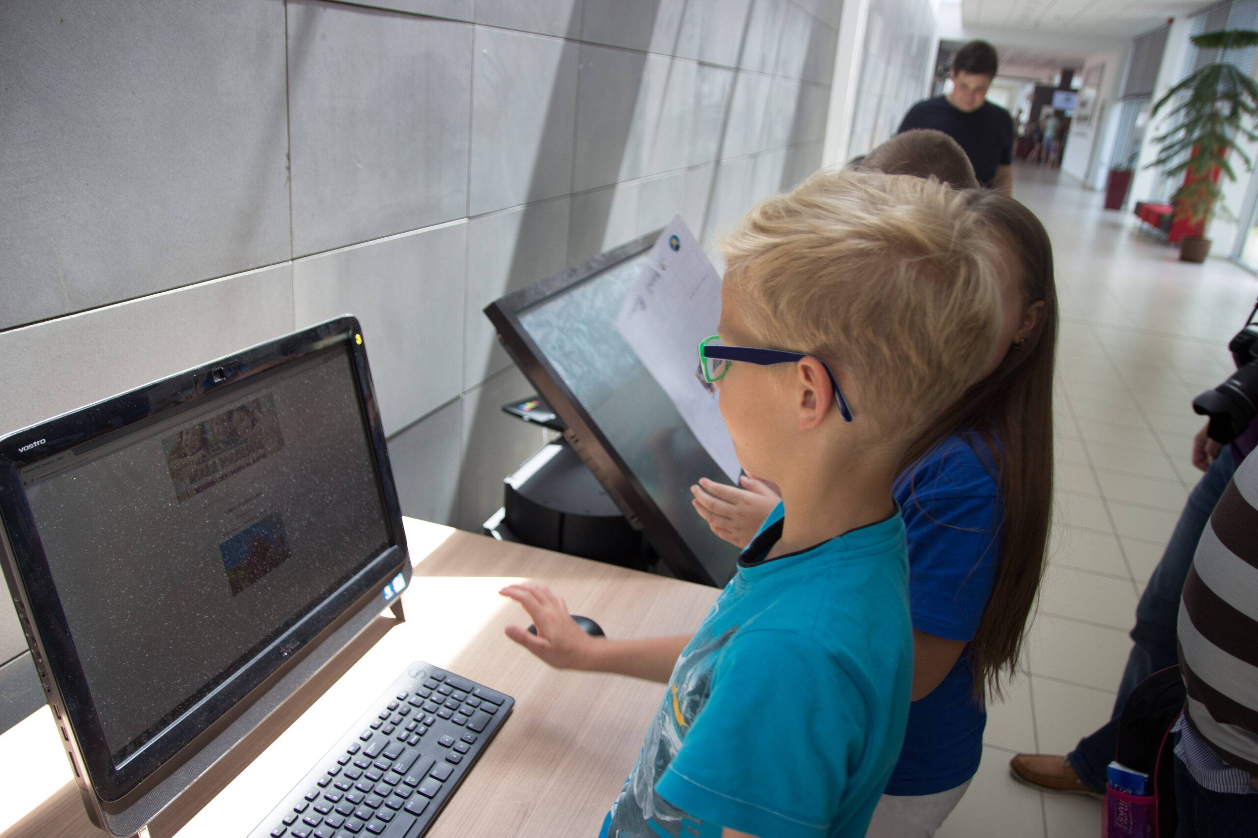 Uniwersytet Dziecięcy - Mobilne stanowisko na grze terenowej