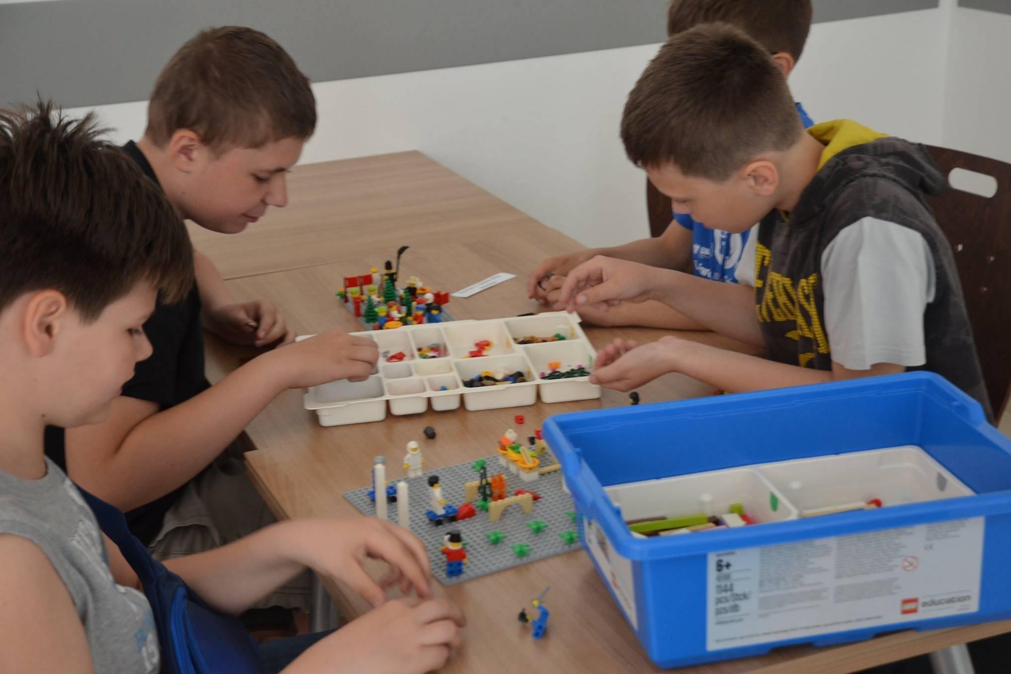 Uniwersytet Dziecięcy - Budowanie z klocków Lego