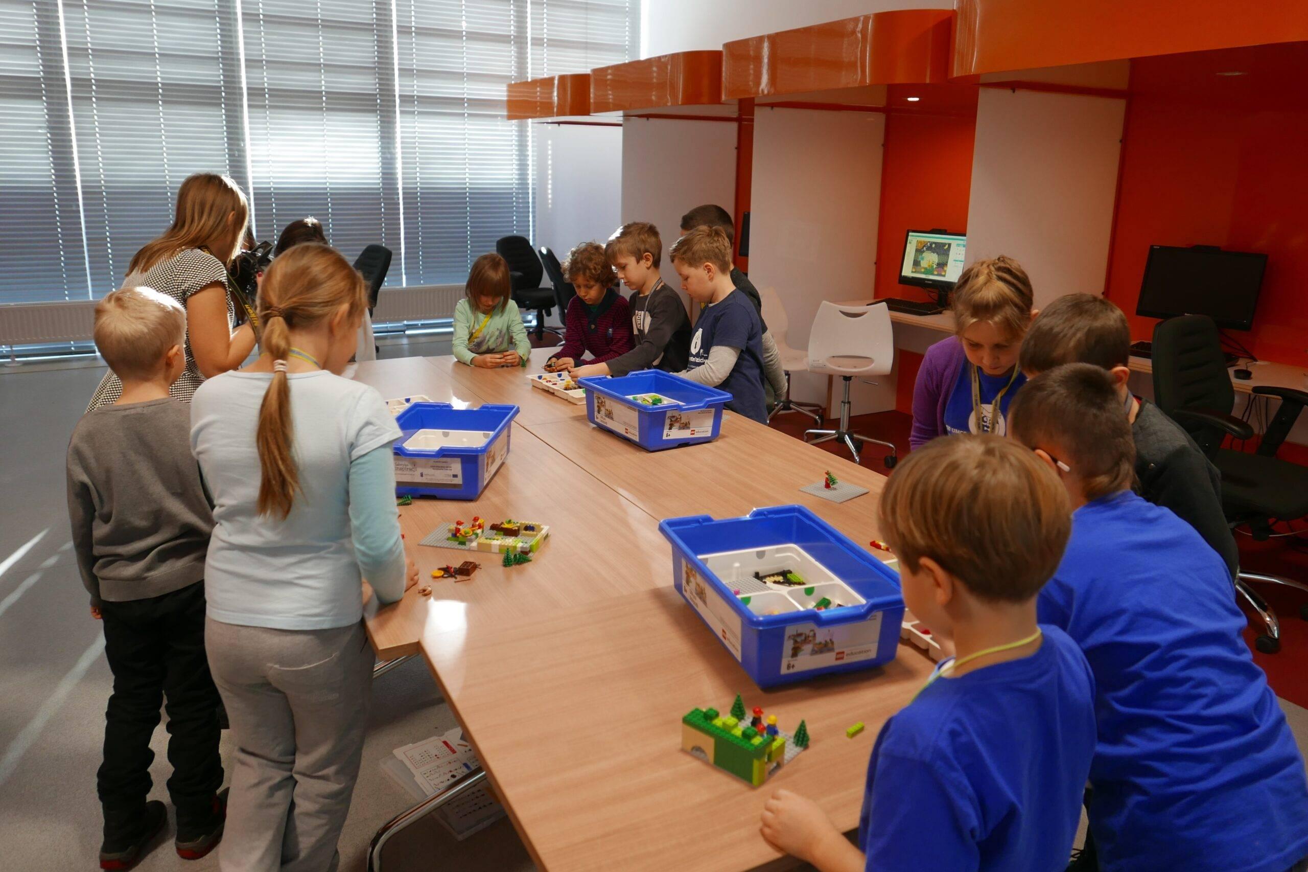 Uniwersytet Dziecięcy - Budowanie makiety z klocków Lego