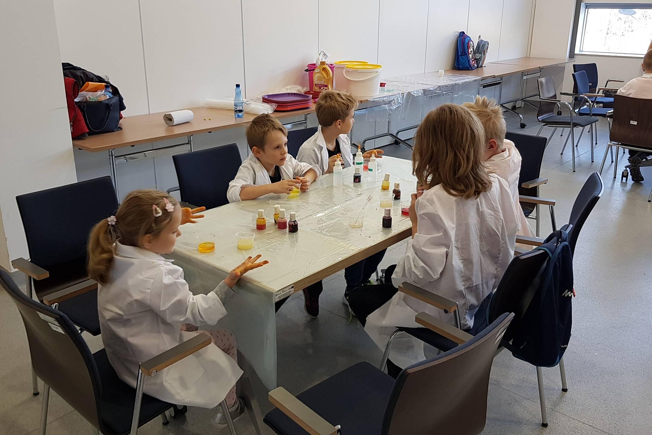 Uniwersytet Dziecięcy - Mali chemicy