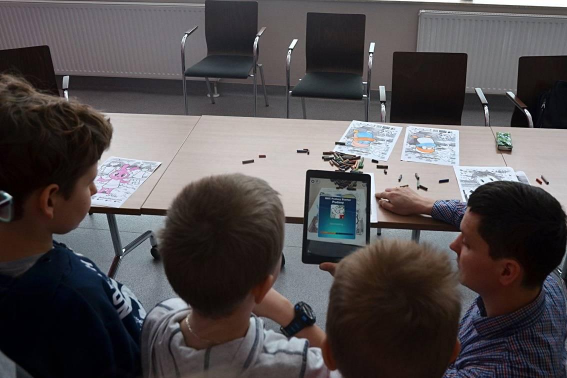 Uniwersytet Dziecięcy - Skanowanie kolorowanek za pomocą tableta