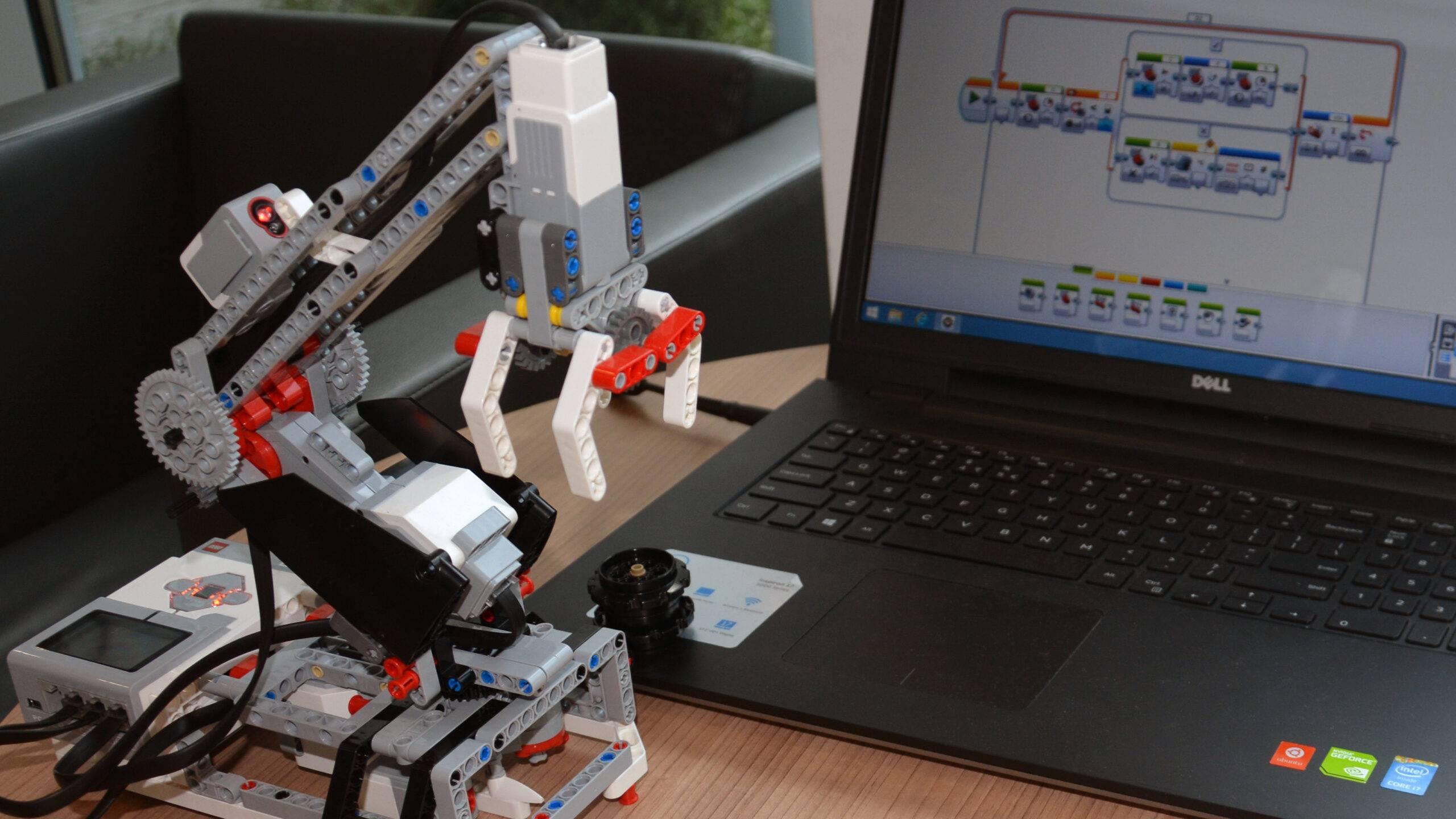 Robot LEGO komputer